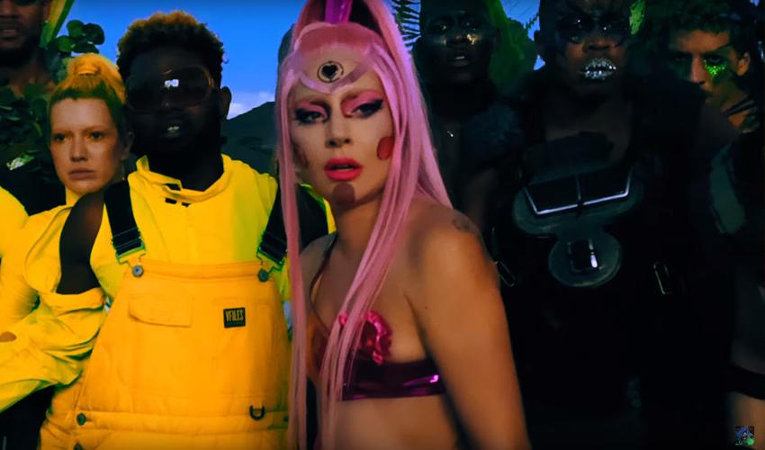 """NINGUÉM SAI! Lady Gaga libera teaser de quase 1 MINUTO do clipe de """"Stupid Love""""; assista"""