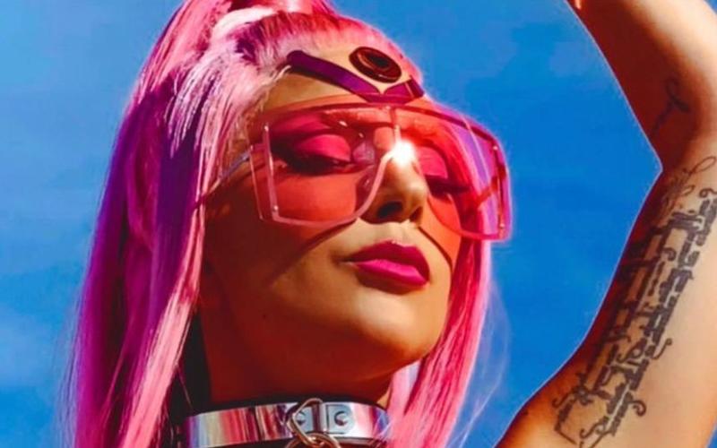 """HITOU! Lady Gaga debuta """"Stupid Love"""" diretamente nas primeiras posições da Hot 100; confira"""