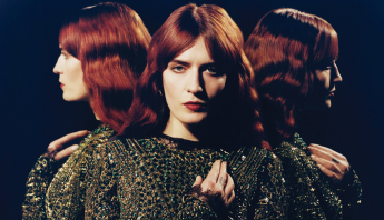 "Florence + The Machine lança ""Light of Love"" e doará lucros da canção para combate ao coronavírus"