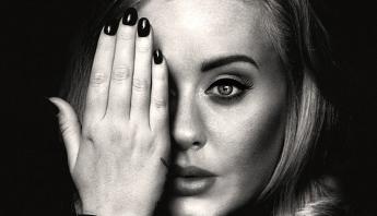 """Adele conquista mais um feito com seu álbum """"25"""" no Reino Unido; saiba mais"""