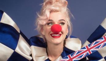 """Com o """"Smile"""", Katy Perry debuta no top 5 do Reino Unido"""