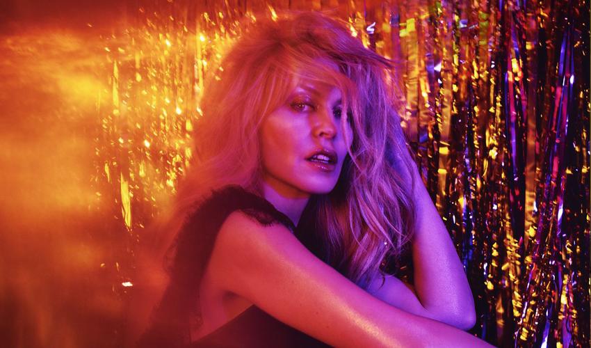 No mês do Outubro Rosa, veja como Kylie Minogue superou a doença, e se tornou uma grande porta voz no combate ao câncer de mama
