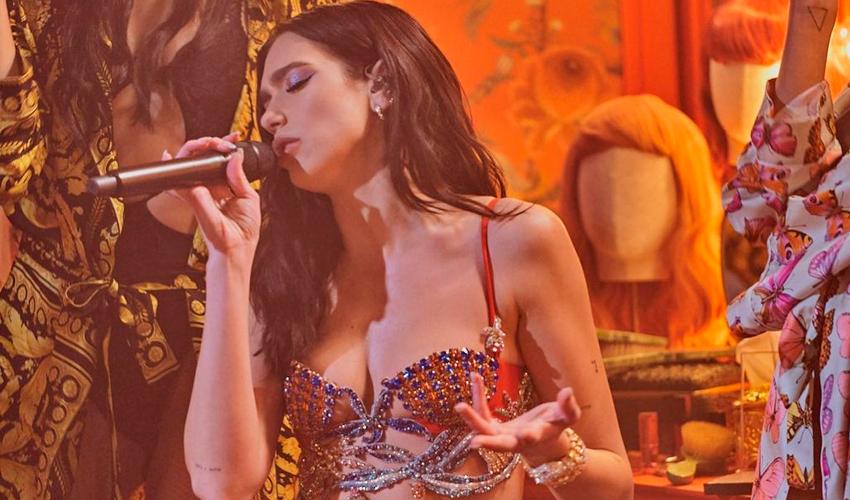"""Dua Lipa comemora sucesso e marca milionária de telespectadores em show pago do """"Studio 2054"""""""