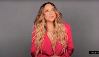 "Mariah Carey solta a voz no quadro ""Song Association"" especial de Natal da ELLE Magazine"