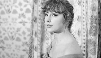 """Taylor Swift faz história: """"evermore"""" debuta em #1 na Billboard 200 e conquista feitos inéditos na música"""