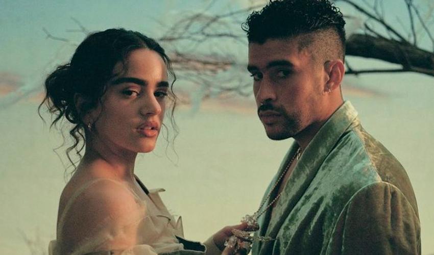 """VEM AÍ! Confira as primeiras imagens do videoclipe de """"LA NOCHE DE ANOCHE"""" de Bad Bunny e Rosalía"""