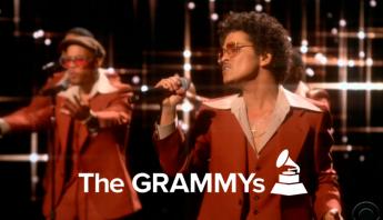 """Com Silk Sonic, Bruno Mars e Anderson .Paak transformam o palco do Grammy em um universo de estrelas com """"Leave The Door Open"""""""