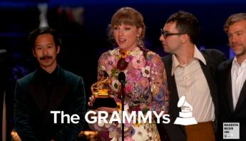 """A indústria da música: Taylor Swift torna-se a única mulher na história do Grammy a ganhar três vezes o """"Álbum do Ano"""""""