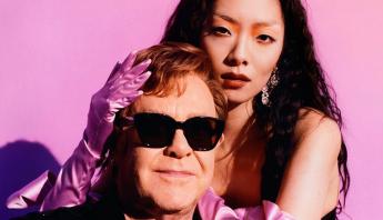 """Revelação de 2020, Rina Sawayama anuncia remix de """"Chosen Family"""", com Sir Elton John"""