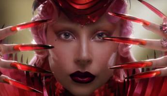 """Ao som de """"Free Woman"""", Lady Gaga estrela campanha de famosa marca de Champagne; assista"""