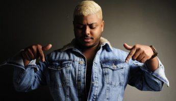 """Destaque no cenário do funk, MC 2Jhow se inspira em polêmicas do início de sua carreira para lançar """"Fofoqueiro"""""""