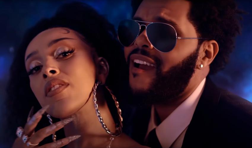 """Doja Cat e The Weeknd esbanjam sensualidade no clipe de """"You Right""""; assista"""