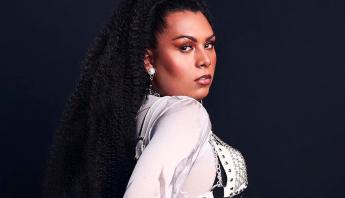 Danny Bond se torna a primeira mulher trans negra a estrelar uma campanha financeira