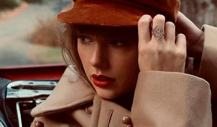 """Incluindo a versão estendida de """"All Too Well"""", Taylor Swift anuncia a regravação do álbum """"Red"""""""