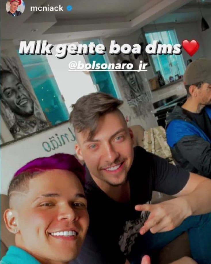 MC Niack posta vídeo com filho de Bolsonaro e fãs de Anitta pedem cancelamento do feat