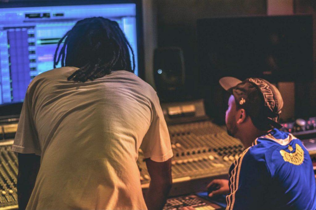 """Digital Popular apresenta clipe para a faixa """"Bate com Boom"""""""