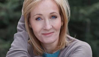 CANCELADA: J.K Rowling acusa ativistas trans de quererem estuprá-la