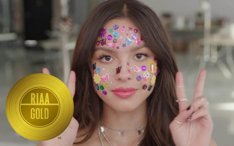 """Todas as músicas do """"SOUR"""" de Olivia Rodrigo ficam elegíveis a certificado de ouro nos EUA"""