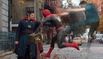 """Peter Parker mexe no multiverso e vai pagar o preço no caloroso trailer de """"Homem-Aranha: Sem Volta Pra Casa"""""""