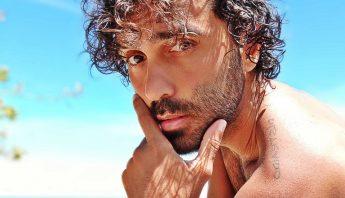 Rico Ayade lança EP cantando Caetano Veloso