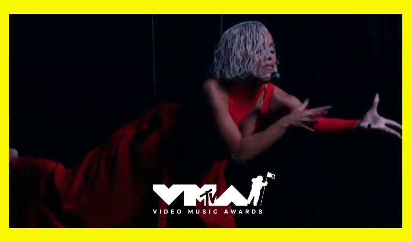 """Anfitriã da noite, Doja Cat apresenta """"Been Like This"""" e """"You Right"""" no VMA 2021; assista"""