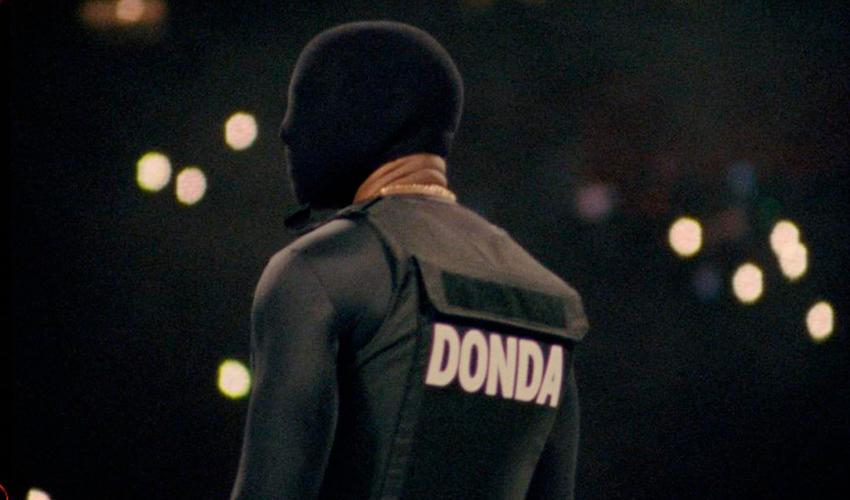 """Kanye West pode estar preparando novo lançamento após """"DONDA"""" ter sido lançado sem sua permissão"""