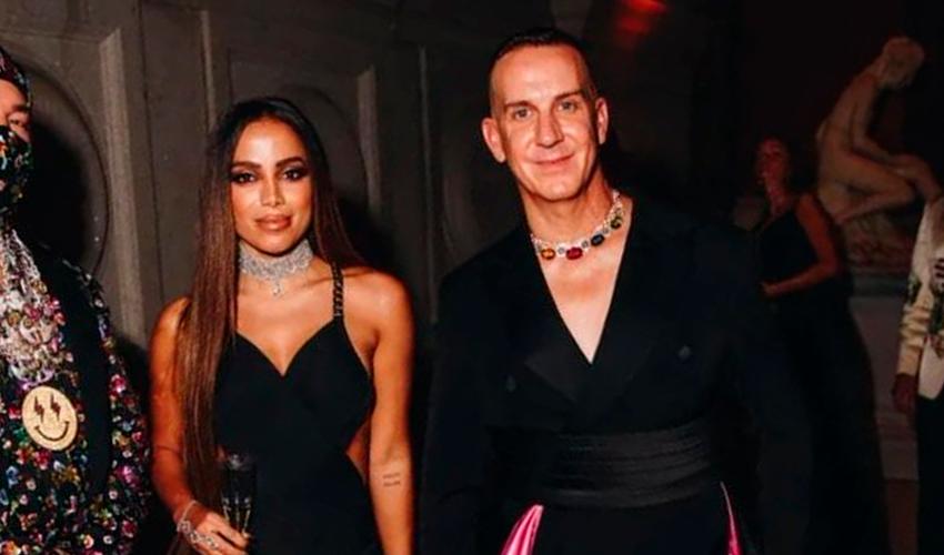 """Diretor criativo da Moschino, Jeremy Scott fala sobre Anitta para a Vogue: """"Ela poderia se candidatar à presidência"""""""