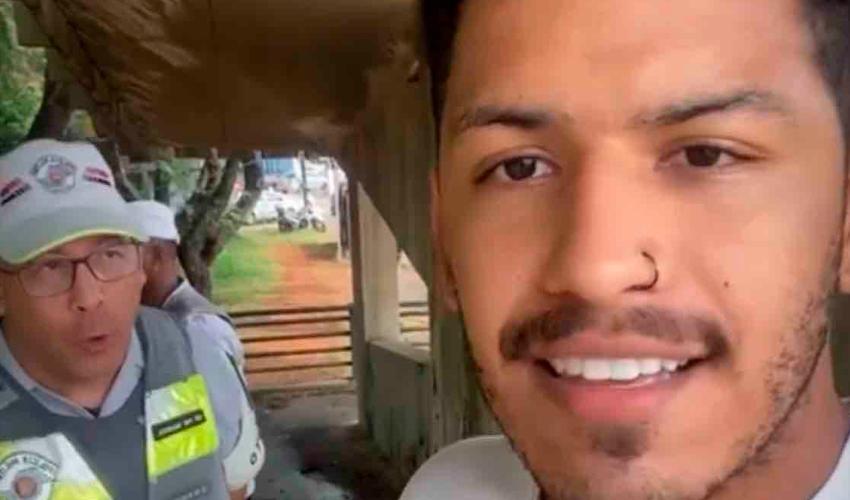 """Apresentador Spartakus alega racismo em abordagem policial: """"Chegaram com a arma na minha cara"""""""
