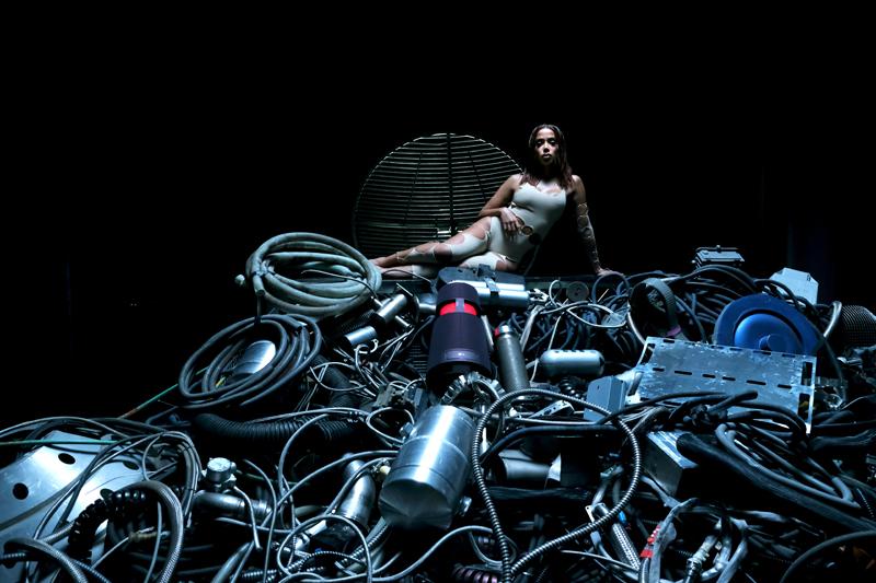 O RETORNO! Confira fotos e vídeos em alta qualidade do novo videoclipe de Anitta